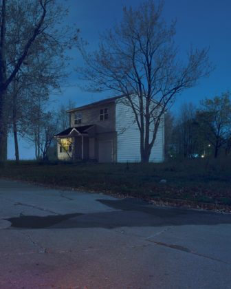 Todd Hido, #2319-b, série House Hunting, 2019